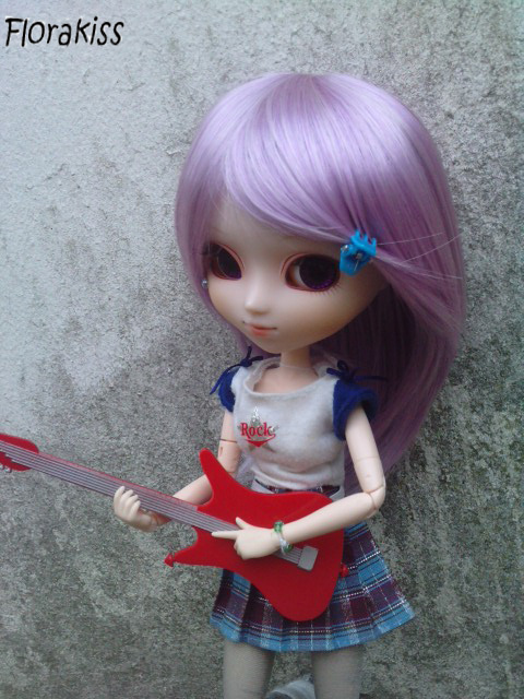 http://pullip-world.cowblog.fr/images/Guitare1.jpg